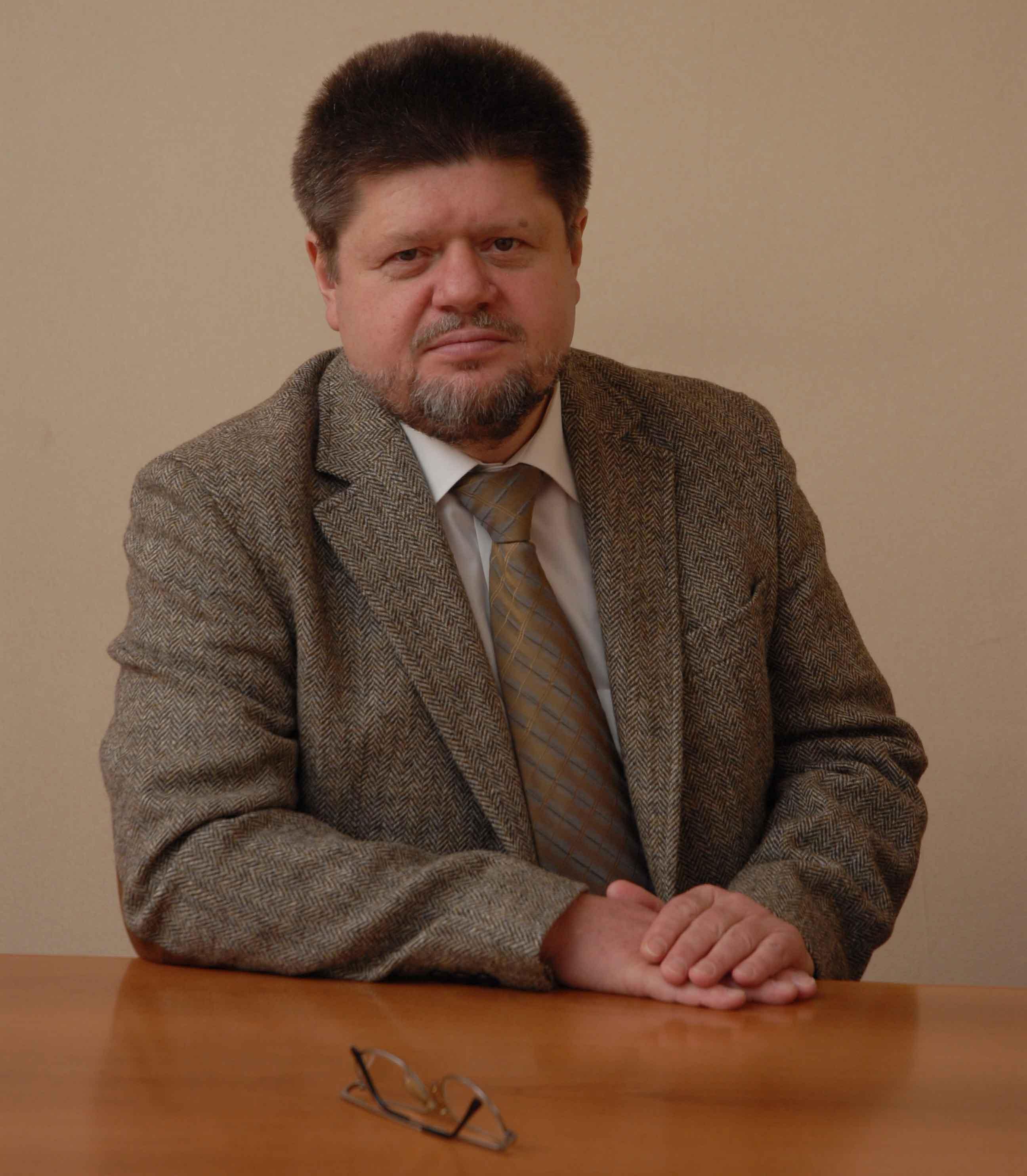 Брюн Евгений Алексеевич, директор Московского научно-практического центра наркологии Департамента здравоохранения города Москвы, Доктор медицинских наук, профессор, врач высшей квалификационной категории, главный нарколог города Москвы, главный нарколог Минздрава РФ, член Общественной палаты РФ